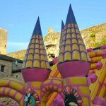Fête de Gavaudun. Les deux châteaux : Un château gonflable devant le château de Gavaudun